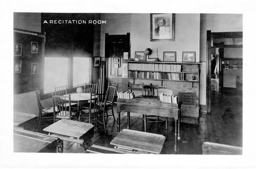 A photo showing a recitation room at Smead School