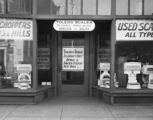 A Des Moines, Iowa, store front, showing Toledo Scale products.